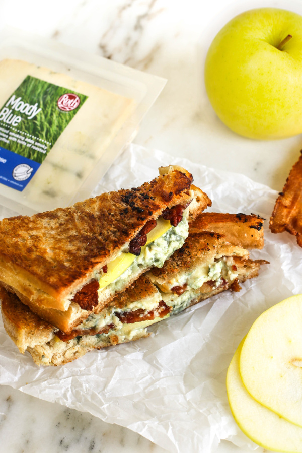 Roth Smokey Bleu Grilled Cheese_Final